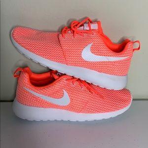Nike Size 9 Womens Roshe Ones.